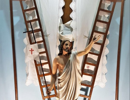 La Honorable y Real Orden de Caballeros de San Cristóbal entrega una imagen del Resucitado en recuerdo permanente a los caídos